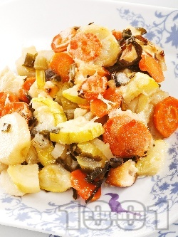 Задушени тиквички и картофи с кашкавал - снимка на рецептата